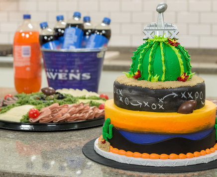 How-To Make Winning Cake with a Super Bowl XLIX Logo Layon Cake Topper