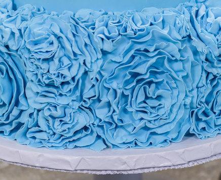 Cake Decorating How To Make Rosettes : How-To Make a Fondant Rosette and Apply to Cake - Cakes.com