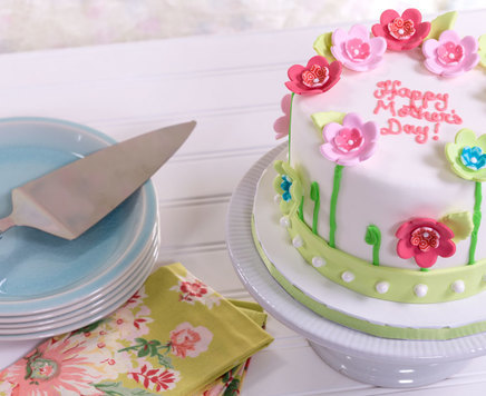 How-To Make a Fondant Mother's Day Cake with SugarSoft Flowers