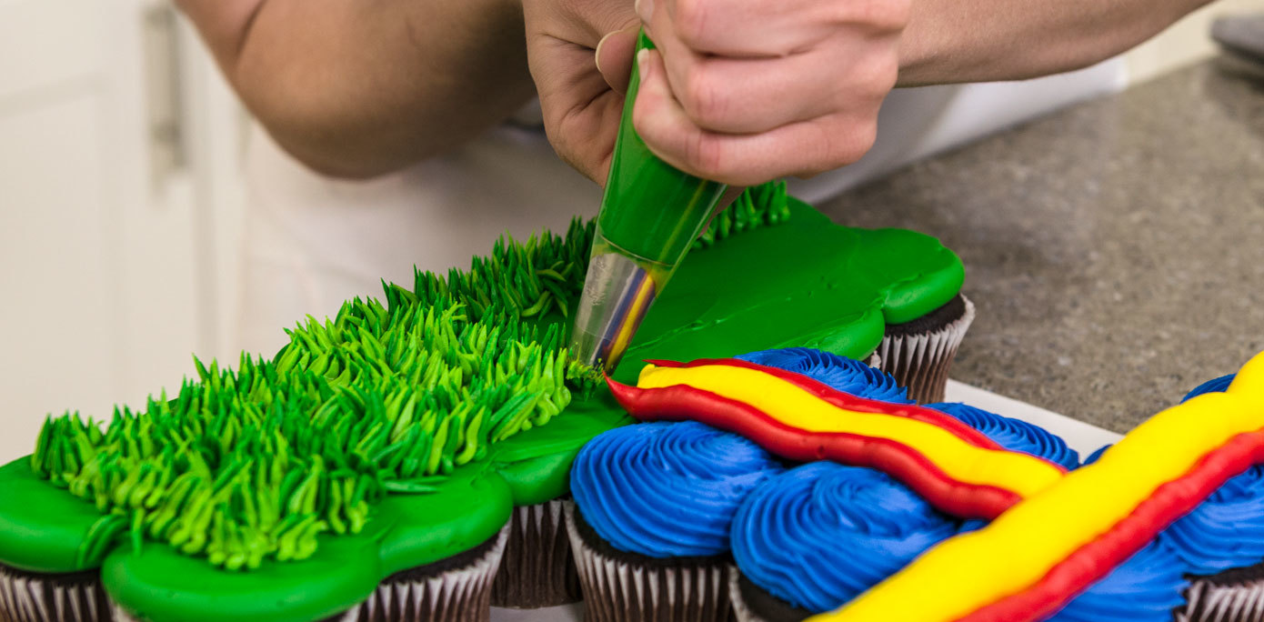 Pipe grass onto an NFL cupcake cake