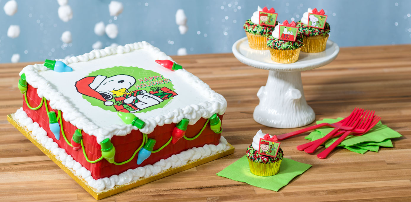Edible Christmas Cake Decorating Recipes : How-To Make a Peanuts Snoopy and Woodstock Christmas Cake ...