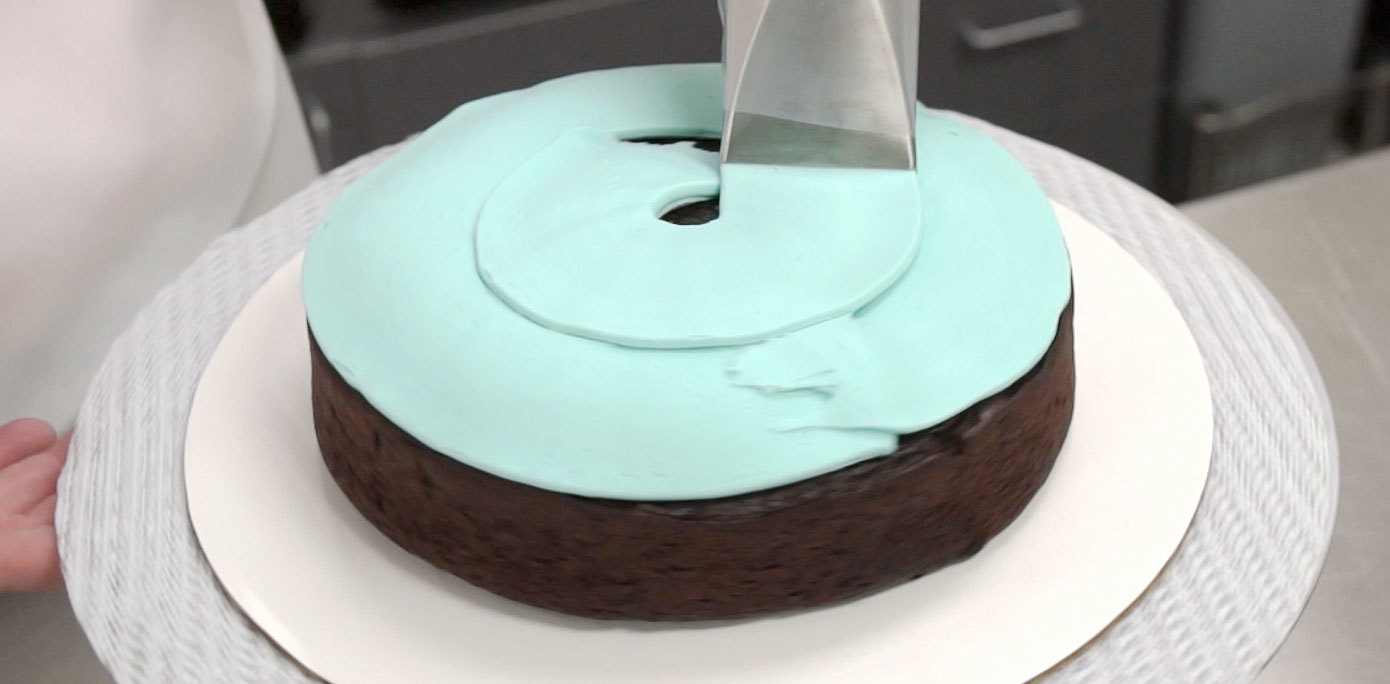 How To Get Perfectly Smooth Icing On Cake