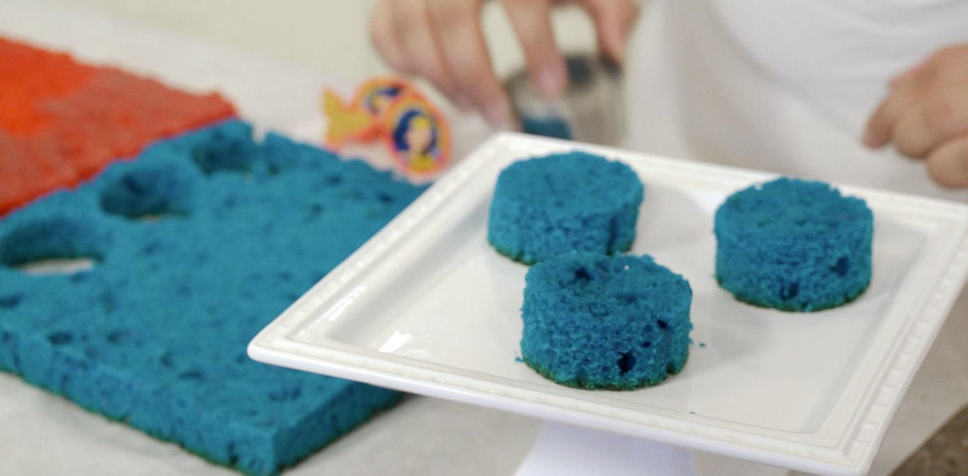 Cut round cakes