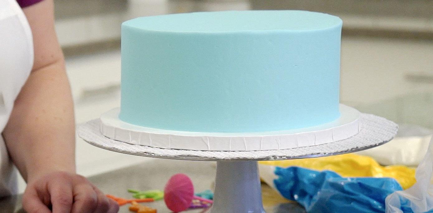 Icing cake