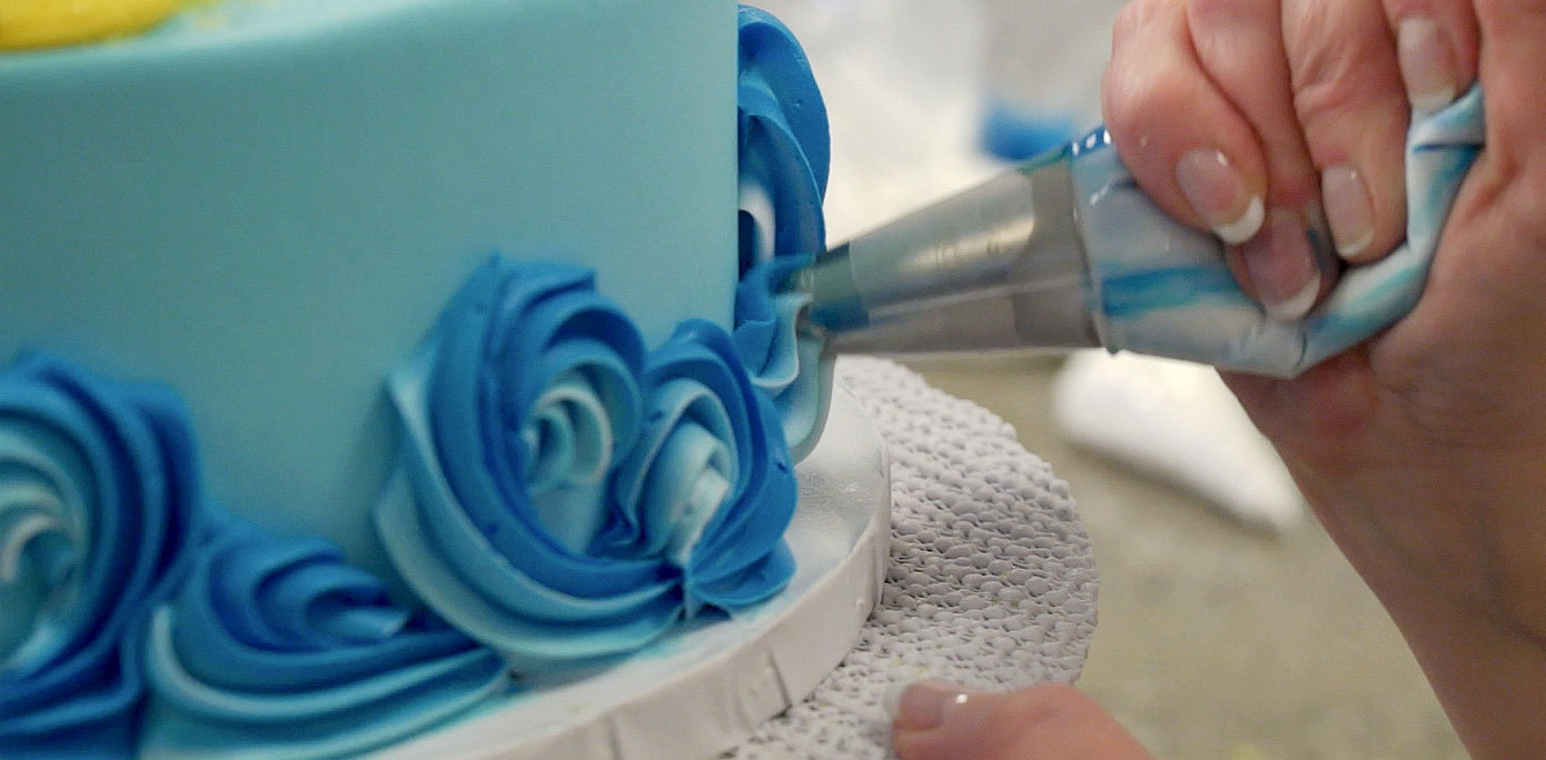 Piping waves on a cake