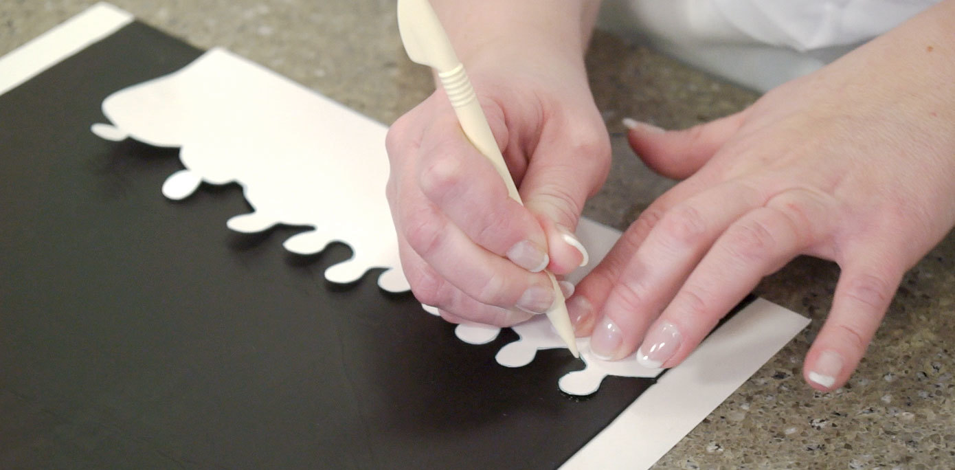 Cutting fondant