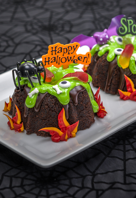 How-To Make Creepy Cauldron Bundt Cakes