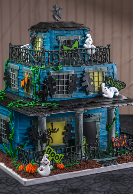 How-To Make a Halloween Haunted House Cake