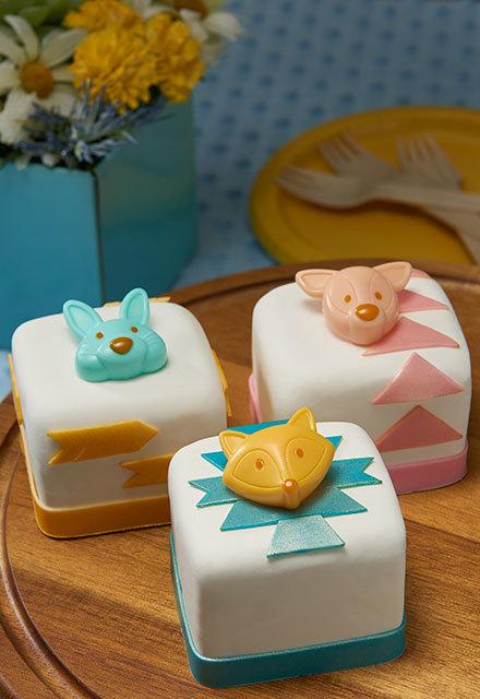 How to Make Woodland Petite Cakes