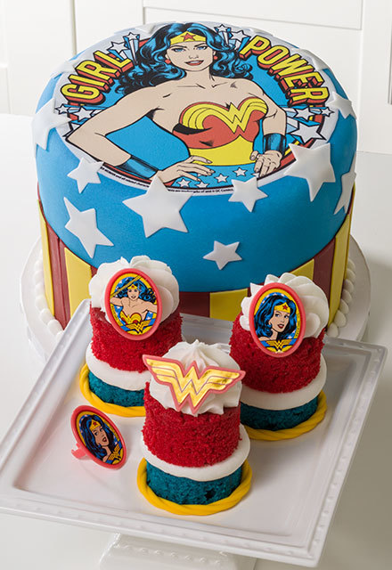 """How-To Make a Wonder Woman """"Girl Power"""" Cake"""