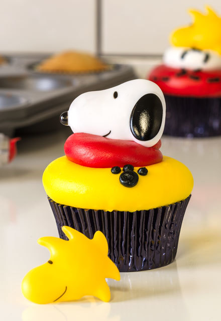 How-To Make  Peanuts Snoopy and Woodstock Cupcakes