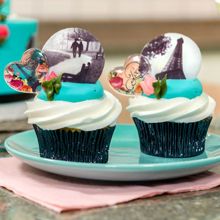 How-To Make a Paris-Inspired Valentine's Day Photo Cupcakes