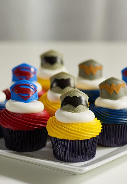 How-To Make Batman v Superman: Dawn of Justice Cupcakes