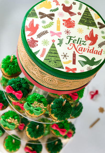 How-to Make a Feliz Navidad Cake and Cupcake Tree