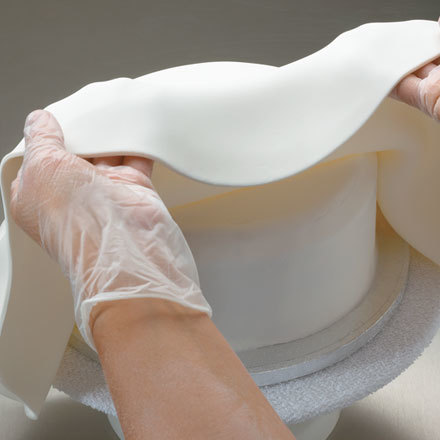 How-to Cover a Round Cake with Fondant