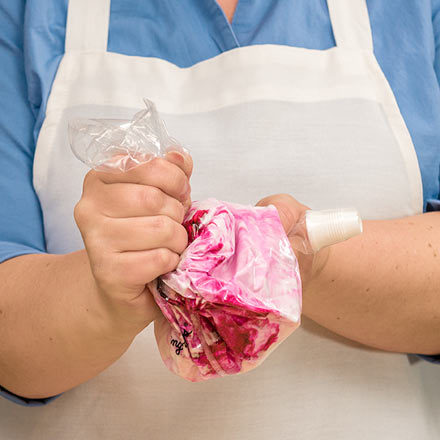 How-To Mix Colored Icing in a Bag