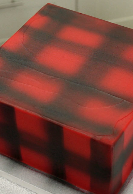 How-To Airbrush a Plaid Pattern on a Cake