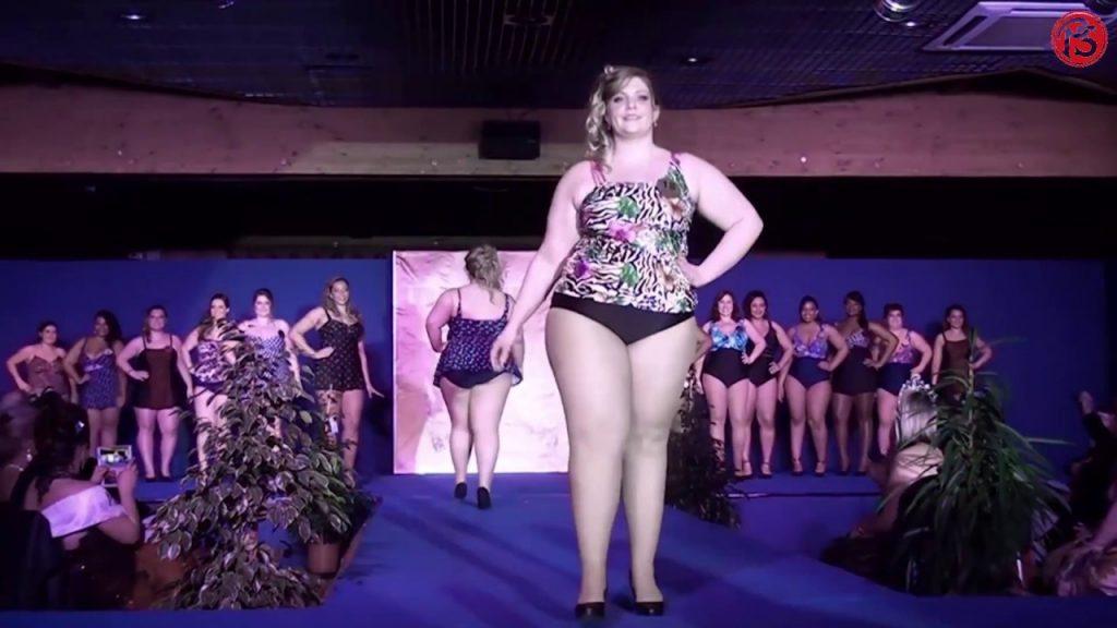 Women Plus Size  Defile