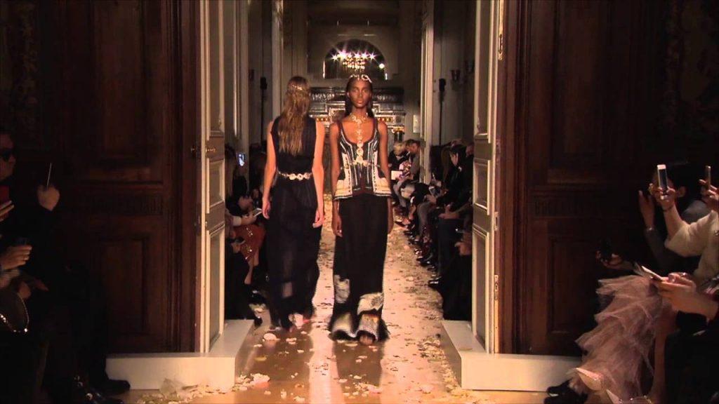 Valentino – Collection HAUTE COUTURE – Printemps-Eté 2016 – Paris