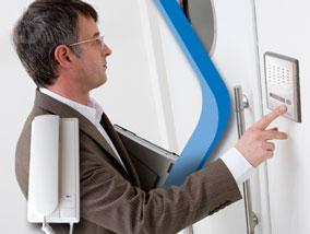 Ver la oferta: KIT PORTERO ELÉCTRICO Zurich, con timbre y apertura de puerta. Unidad externa y teléfono. Soporta una unidad adicional.