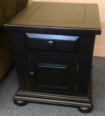 BLACK BROYHILL END TABLE