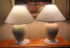 PAIR OF LAMPS WITH TAN BASE