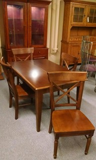 BASSETT TABLE/4 CHAIRS