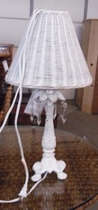 WHITE LAMP WITH WICKER SHADE