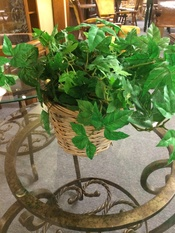 WHITE BASKET WITH IVY