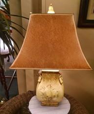 YELLOW URN LAMP