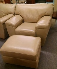 LA-Z-BOY CHAIR AND OTTOMAN