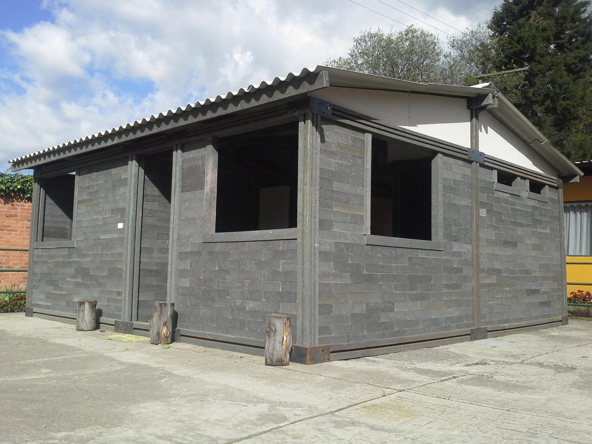 Empresa colombiana construye casas con piezas de pl stico for Casas para jardin de plastico