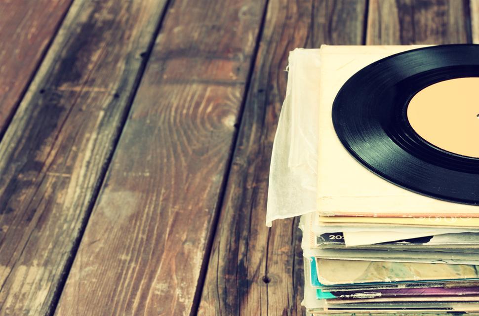 vinyl sales spin past 9 million for the first time as digital downloads dip digital trends. Black Bedroom Furniture Sets. Home Design Ideas
