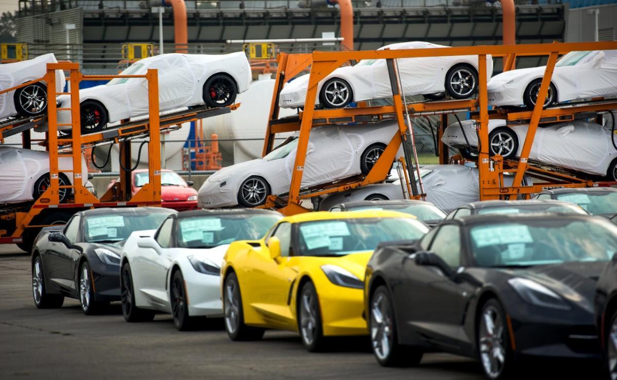 2014 chevrolet corvette stingray review youtube - 2014 Chevrolet Corvette Stingray Deliveries Begin