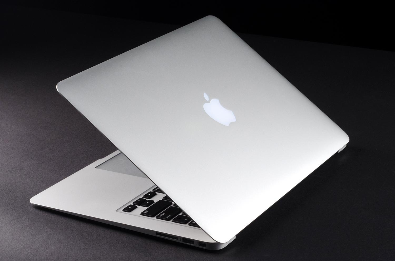 Apple reveals faster cheaper 11 and 13 inch macbook air for Apple design book