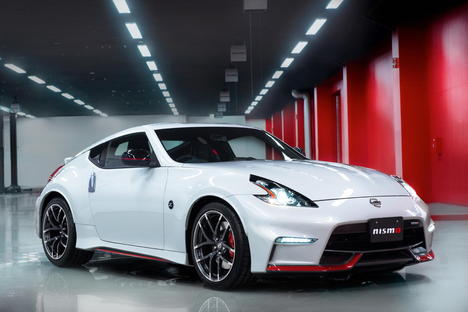 2015 nissan 370z nismo revealed with gt r styling and more. Black Bedroom Furniture Sets. Home Design Ideas