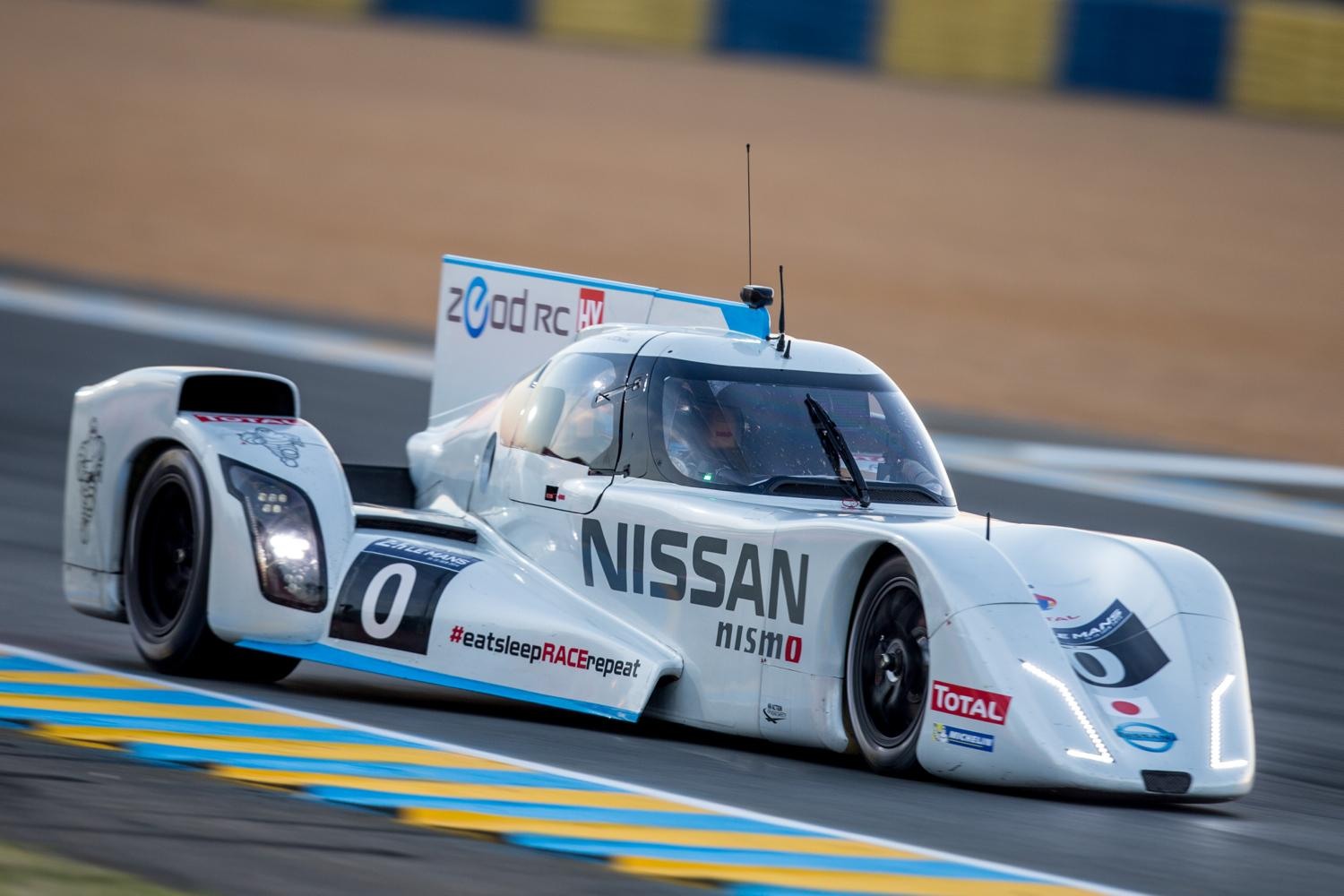 Nissan zeod rc retires after completing all electric le for Garage automobile le mans