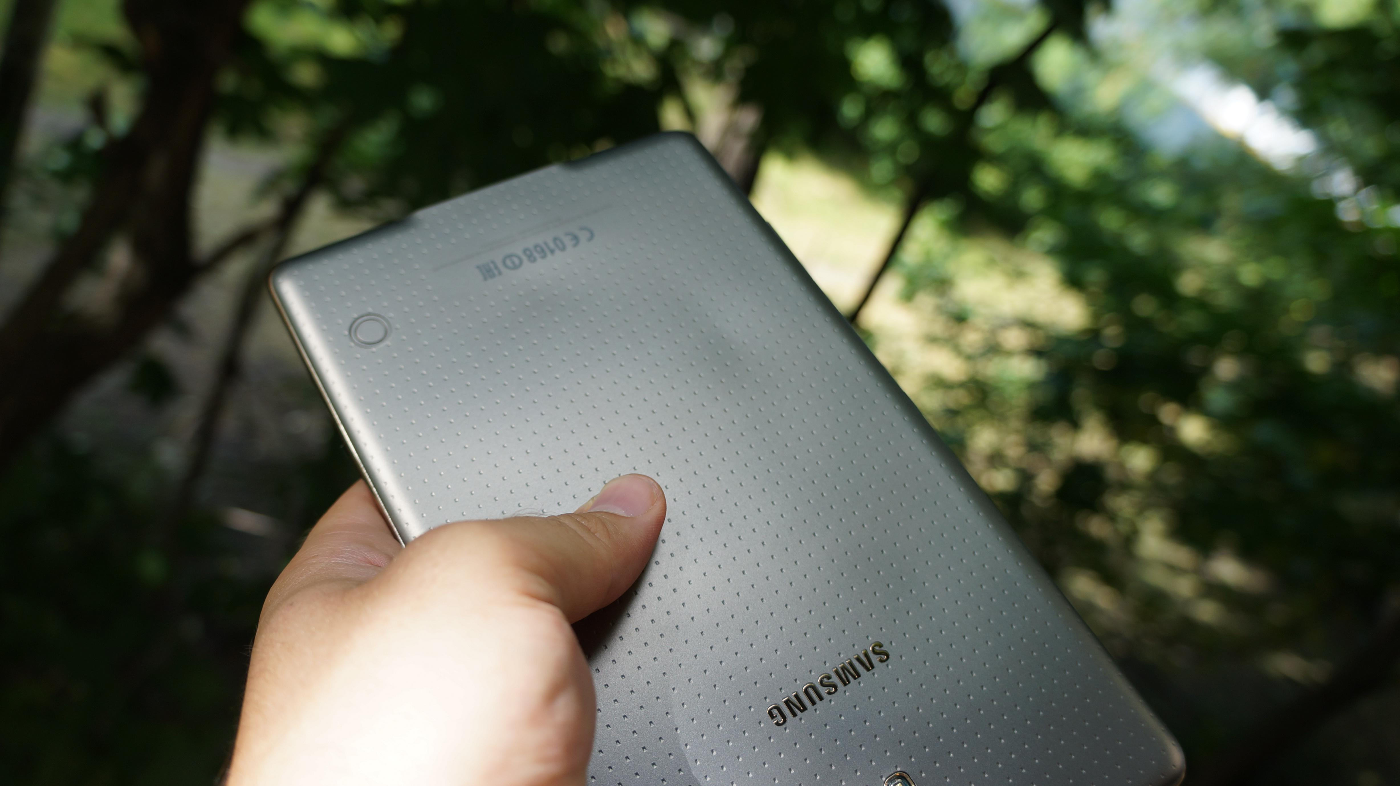 samsung galaxy tab s experiencing overheating issues lead distorted backs