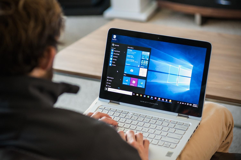 Resultado de imagem para windows 10 laptop