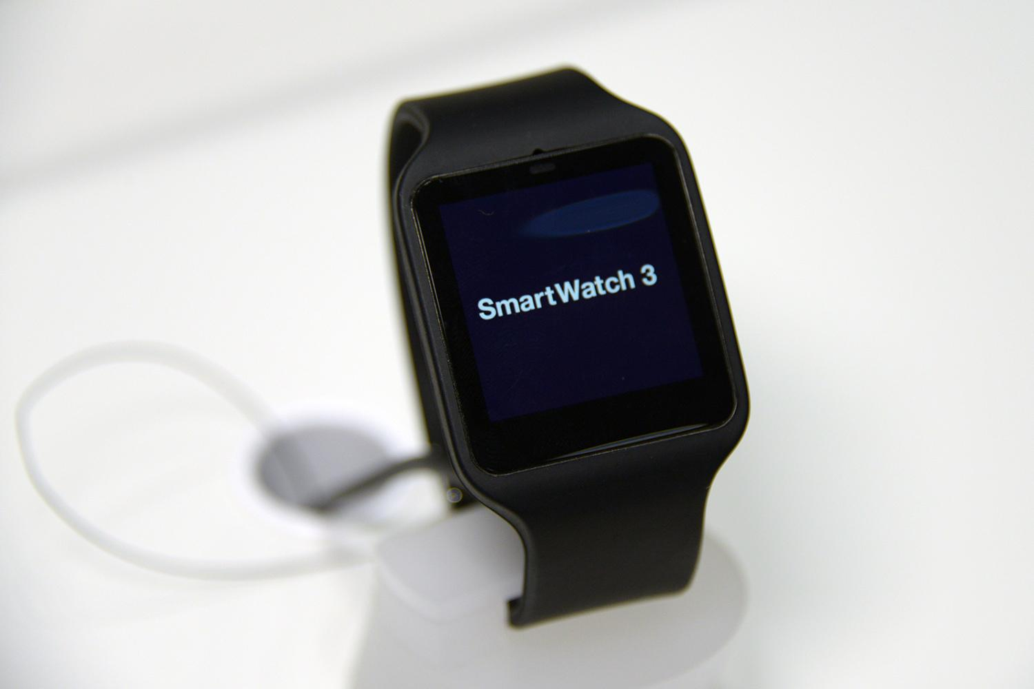 sony smartwatch 3 now available via google play for 250. Black Bedroom Furniture Sets. Home Design Ideas