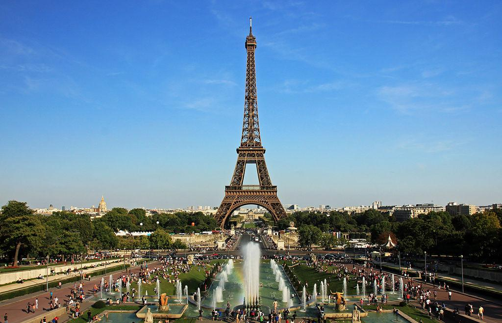 Night Time Eiffel Tower Pictures Violate Copyright Laws Digital Trends