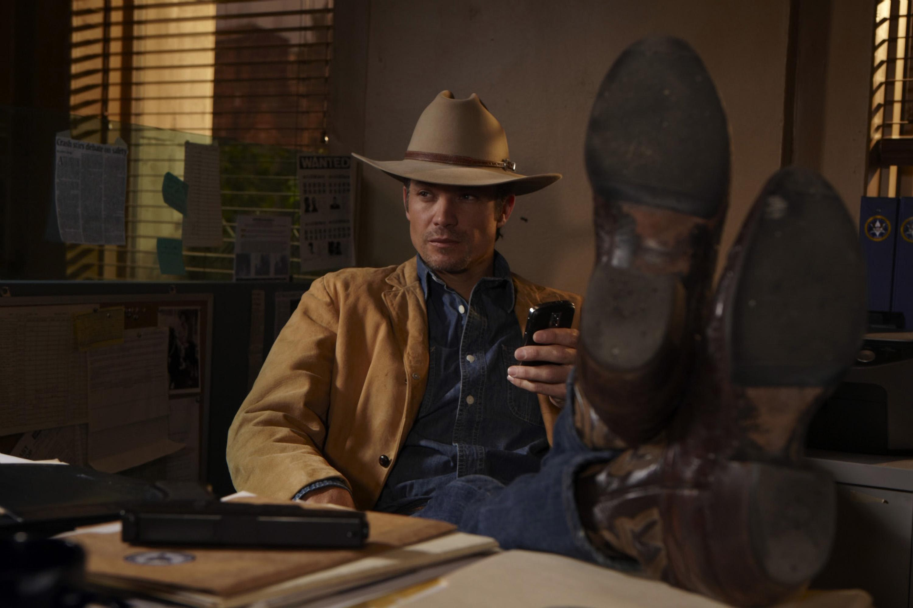 Justified Star Timothy Olyphant Cast For Oliver Stone S