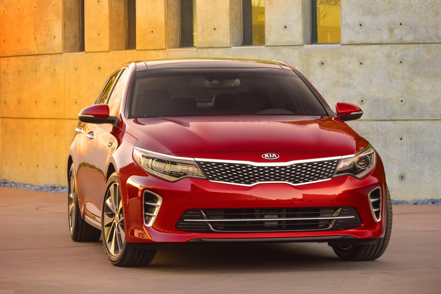 the 2016 kia optima shows its face ahead of new york debut. Black Bedroom Furniture Sets. Home Design Ideas
