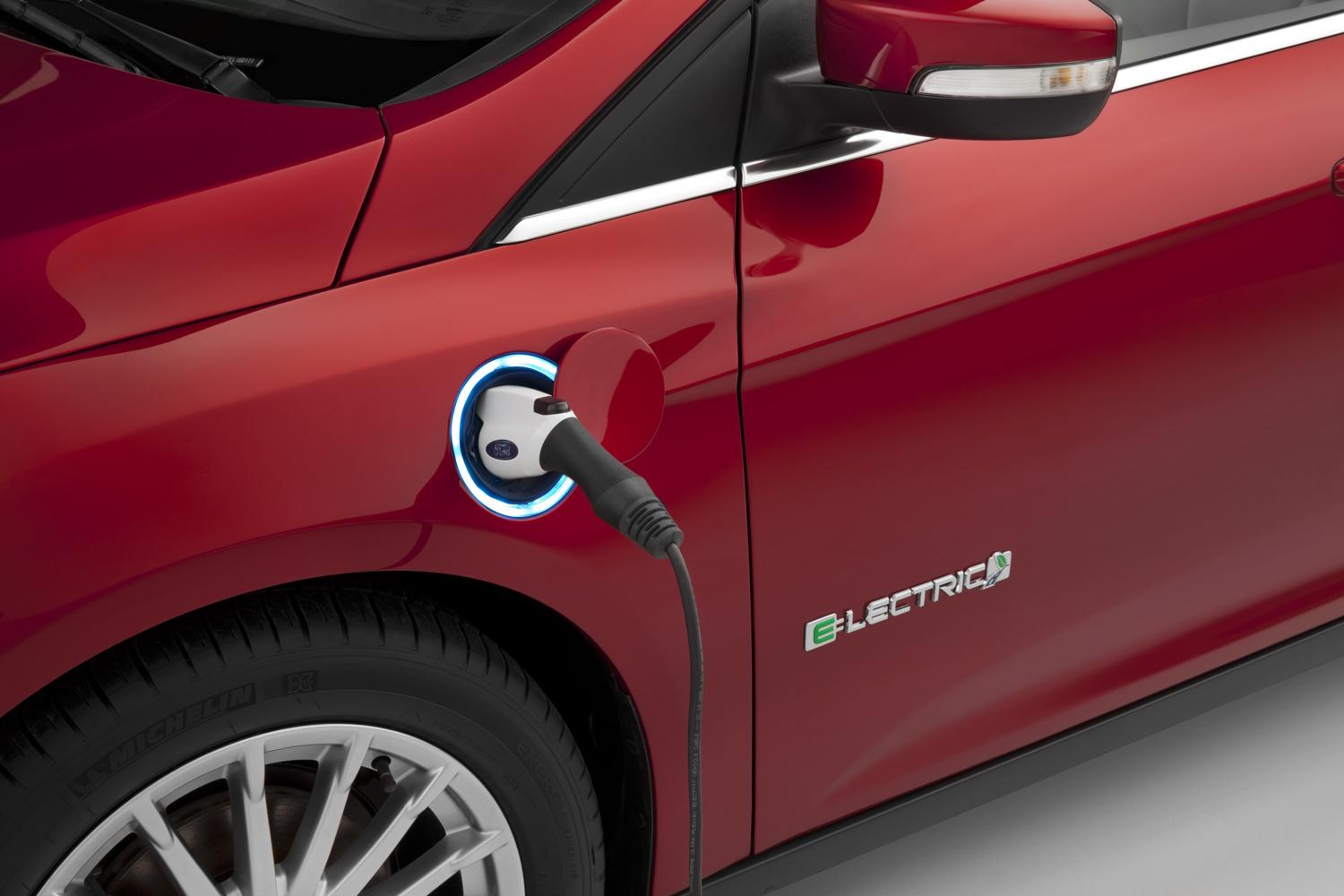 ford plans to introduce all electric model e with 200 mile range in spring 2019. Black Bedroom Furniture Sets. Home Design Ideas