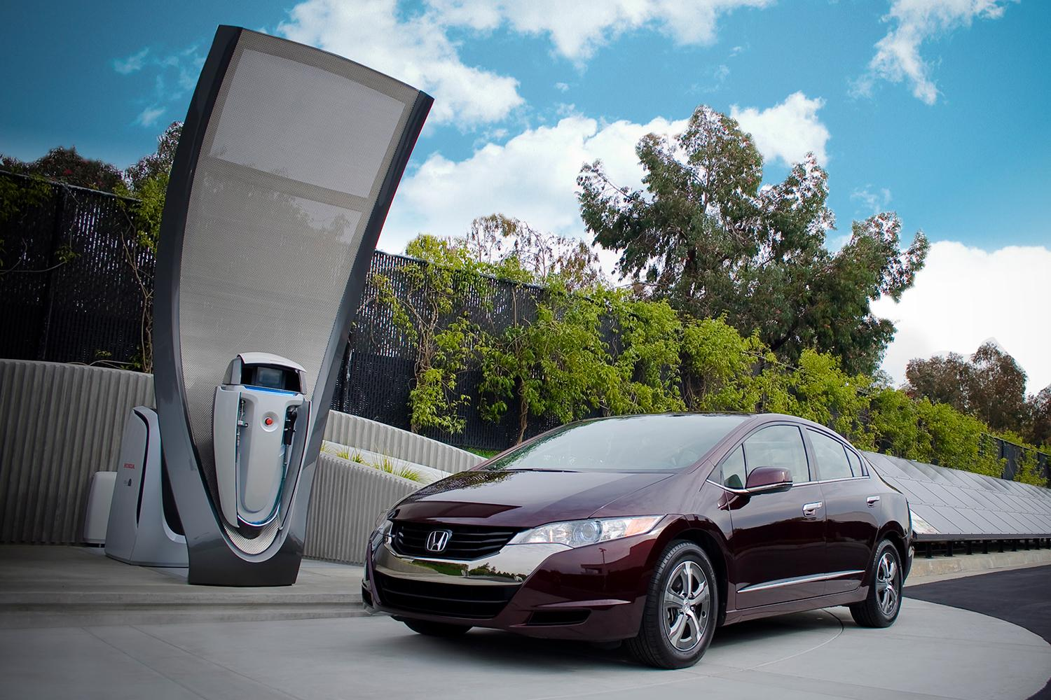hydrogen fuelled cars The honda clarity series includes electric, fuel cell and plug-in hybrid, three alternative fuel vehicles with advanced powertrains and the latest car technology.