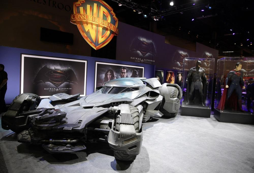 wheels of justice take a closer look at the new 205 mph 7 000 pound batmobile. Black Bedroom Furniture Sets. Home Design Ideas
