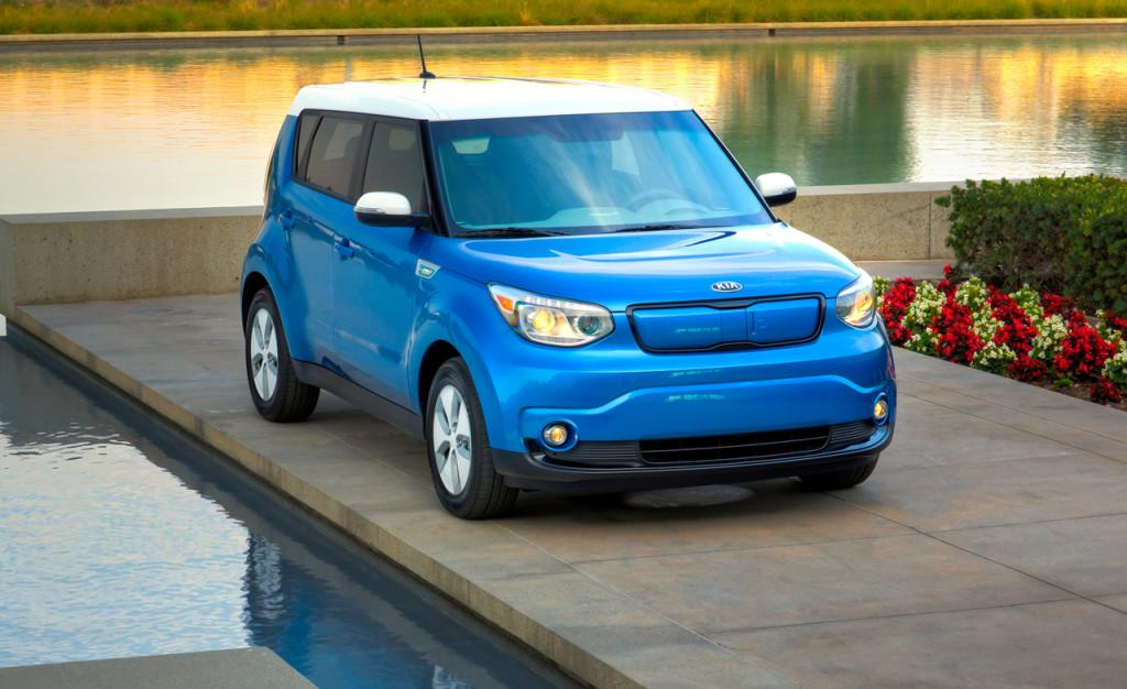 kia unveils its updated 2016 soul ev with a new entry level spec and more standard features. Black Bedroom Furniture Sets. Home Design Ideas