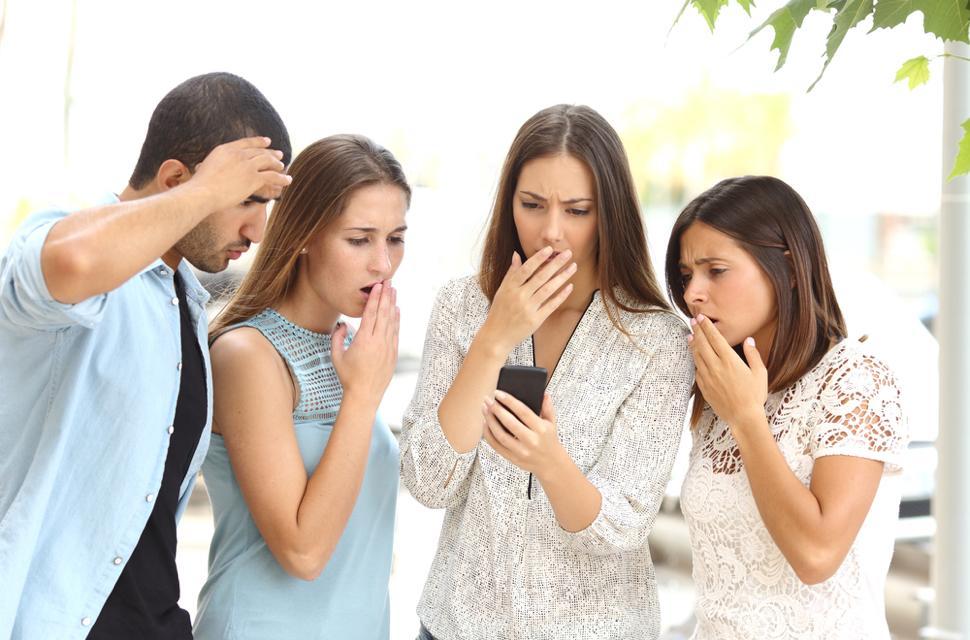 نتيجة بحث الصور عن friends posting on Social media