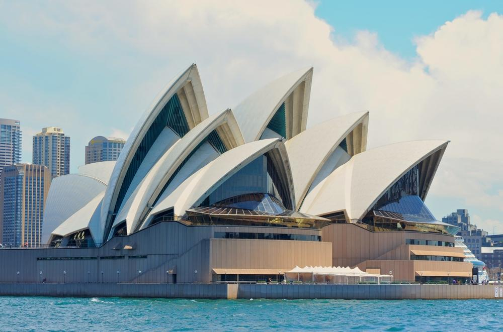 Sydney opera house latest to join anti selfie stick brigade for Sydney opera housse