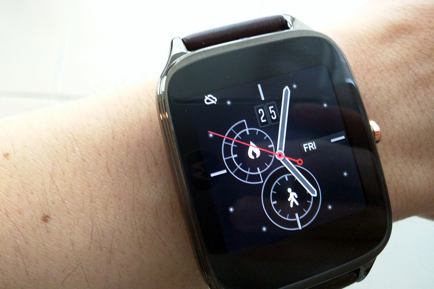 ASUS ZenWatch 3 FCC filing hints at round display